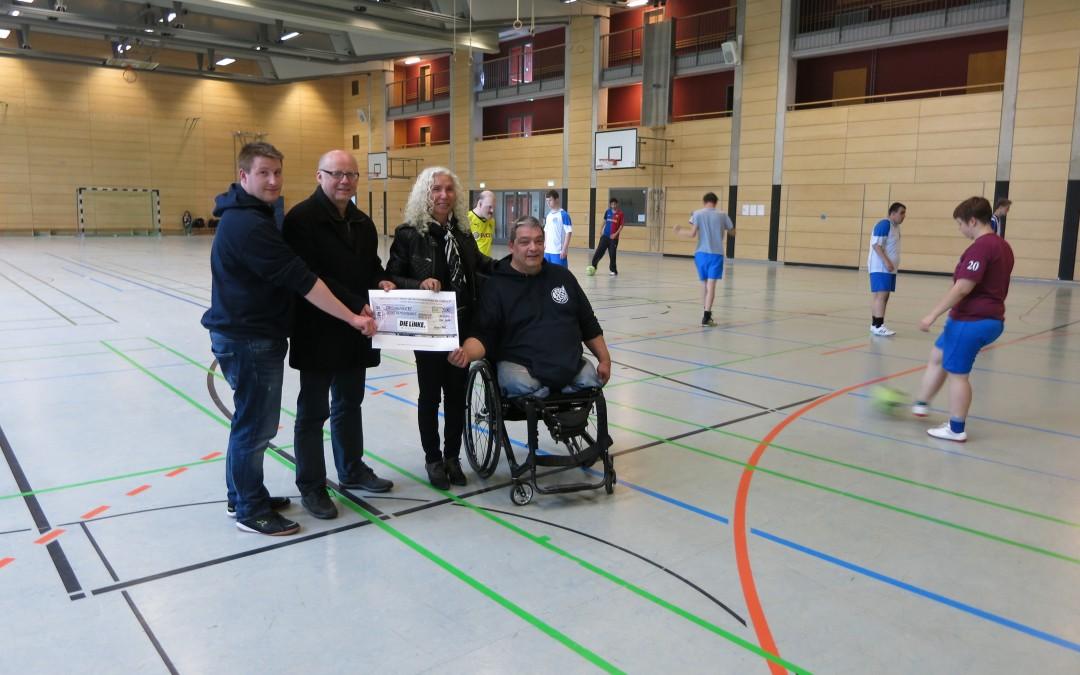 Symbolische Scheckübergabe an die Sportgemeinschaft Handicap Berlin