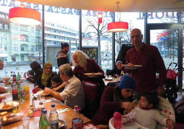 Refugees Welcome – Willkommenskultur, Miteinander leben und Neues erleben: Gemeinsames Festessen mit Flüchtlingsfamilien
