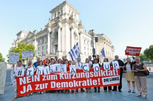 150717 Aktion vor Abstimmung Greece 3-200dpi
