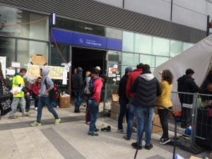 Freiwillige des Train Of Hope unterstützen seit Wochen die Flüchtlinge am Wiener Hauptbhf