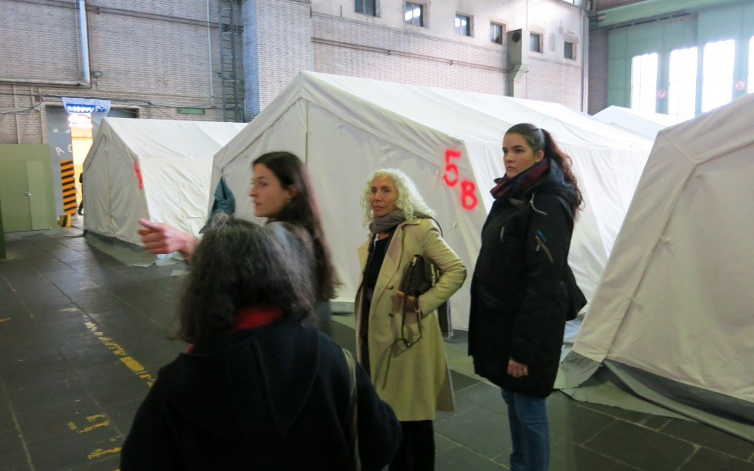 Besuch der Notunterkunft am ehemaligen Flughafen Tempelhof