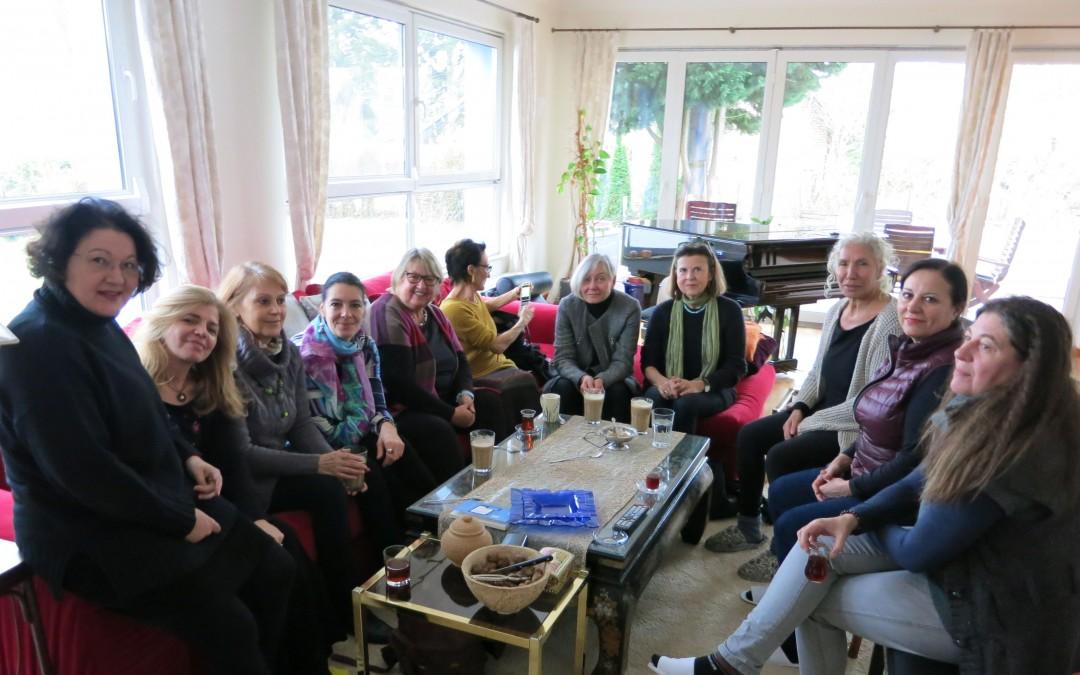 Frauensalon von Azize Tank