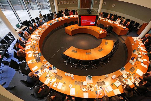Menschenrechts-ExpertInnen sind sich einig: Soziale Grundrechte müssen endlich ins Grundgesetz!
