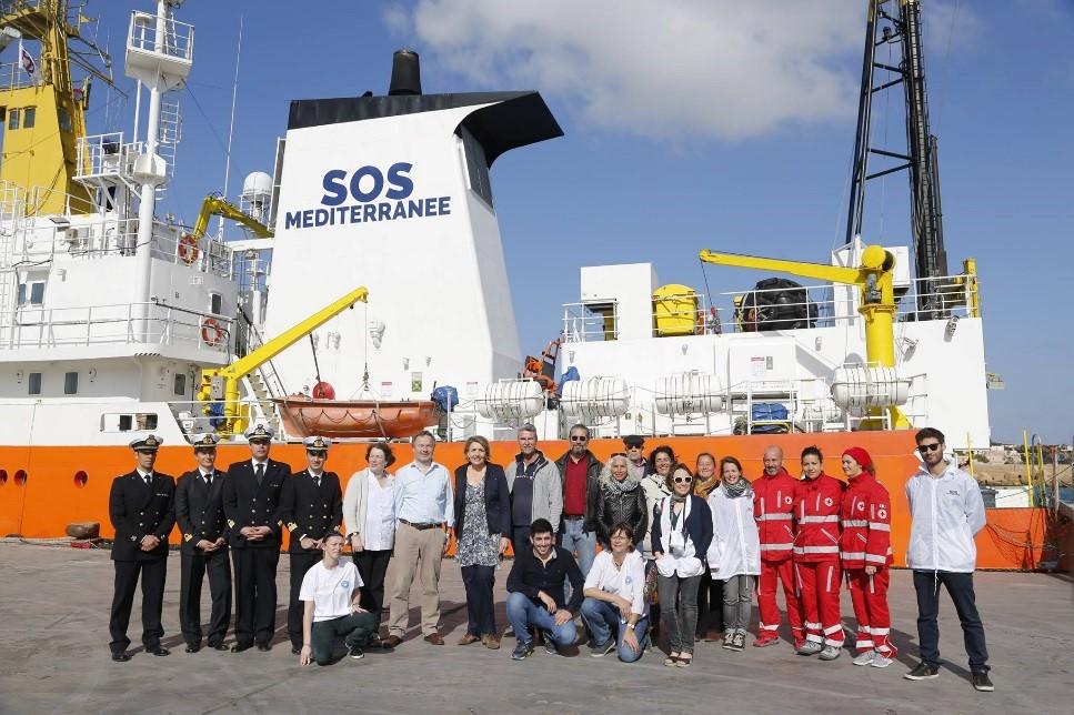 """Azize Tank im Einsatz für Flüchtlinge auf dem Rettungsschiff """"Aquarius"""" für SOS Méditerranée"""
