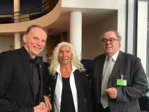 Die Berichterstatter Dr. Wolfgang Strengmann-Kuhn (B90/Die Grünen) und Azize Tank (Die Linke) am Rande des erweiterten Berichterstattergesprächs mit dem Sachverständigen Prof. Dr. Dr. Eberhard Eichenhofer