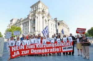 150717 Aktion vor Abstimmung Greece 3-200dpi