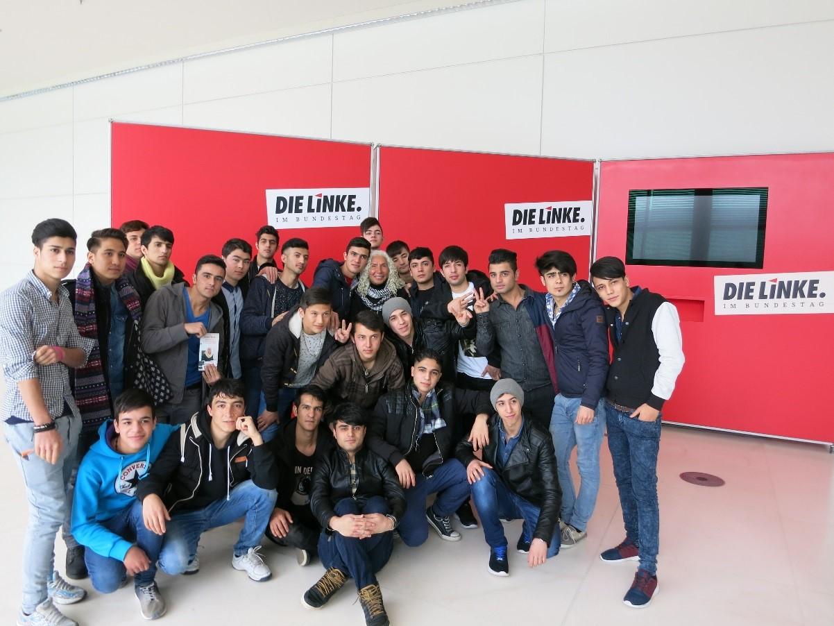 Unbegleitete minderjährige Geflüchtet besuchen am 29.02.2016 den Bundestag