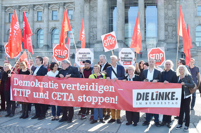 Protest vor dem Bundestag: TTIP und CETA stoppen!